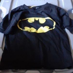Short Sleeve Caped Crusader Boys Batman Shirt Size S 6//7 NEW Flipping Sequins
